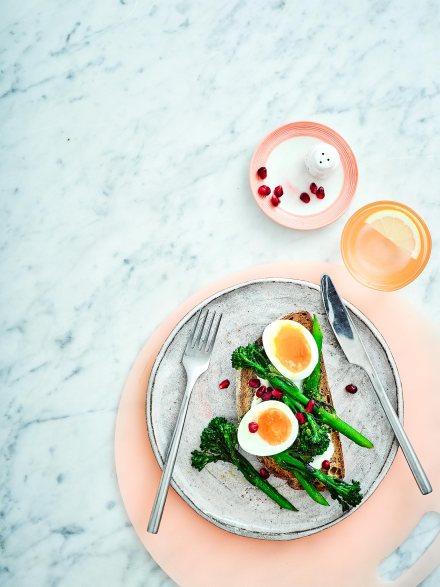 GFO0318-Healthy-Breakfast-EggsBrocolliOnToast_020445