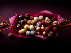 02.Waitrose&Partners_Xmas2020_truffles 2 broken chocolate